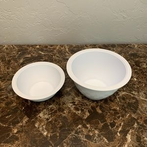 The Pampered Chef Two Size Plastic Mixing Bowls